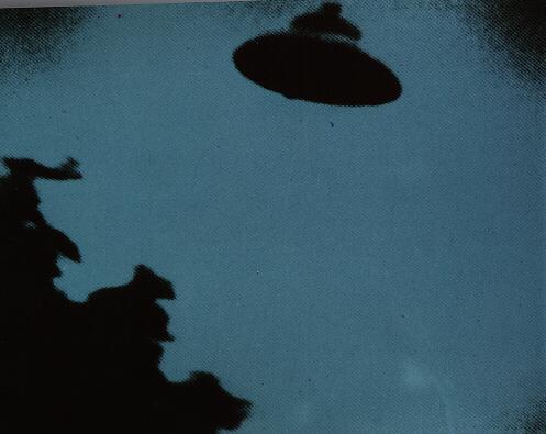 ufo5.jpg (195740 bytes)